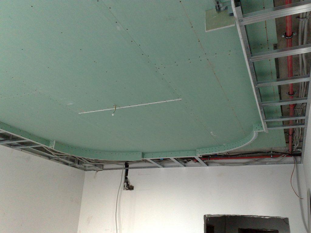 Сборка каркаса многоуровневого потолка