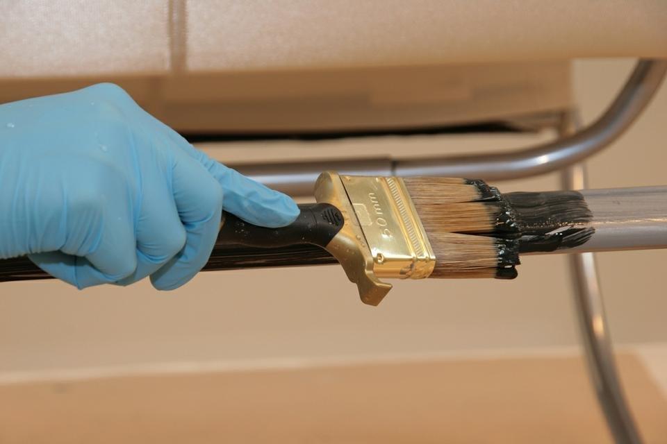Масляная краска используется и при покраске металла