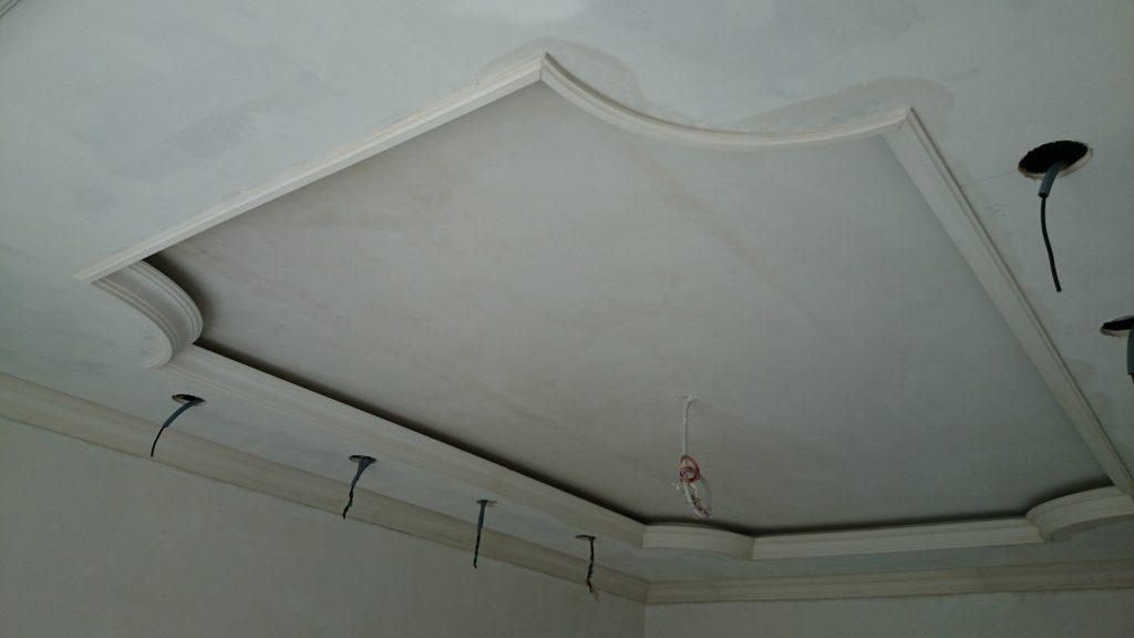 Потолок с нишей для подсветки