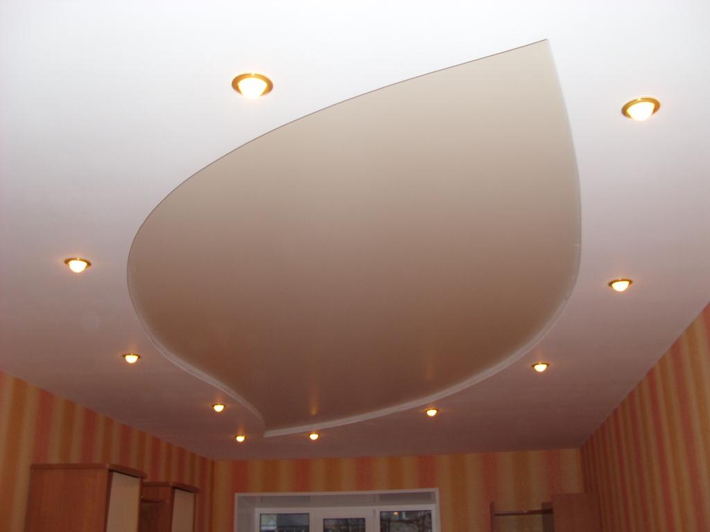 Ровный, красивый потолок, который будет радовать взгляд много лет, не может обойтись без грунтовки