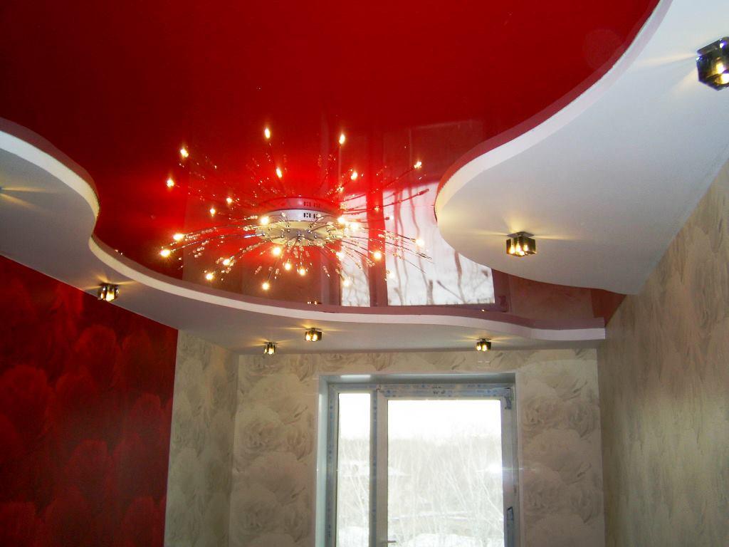 Натяжной потолок легко рвется при соприкосновении с острыми предметами