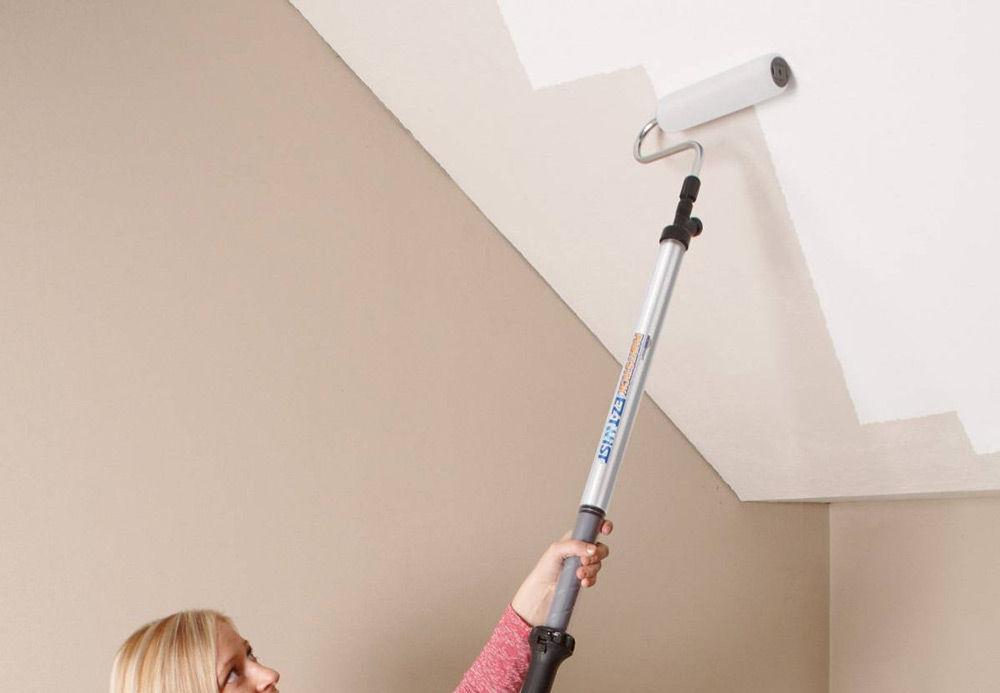 Краска в ванной дожна соответствовать всем необходимым требованиям, иначе вид потолка быстро испортится