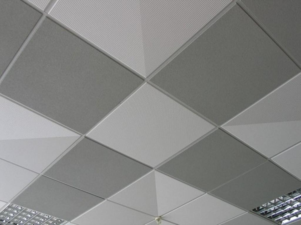 Потолок из плит обладает водозащитными свойствами