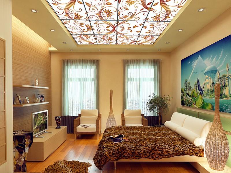 Витражный потолок из стекла может быть выполнен любой формы с различными рисунками