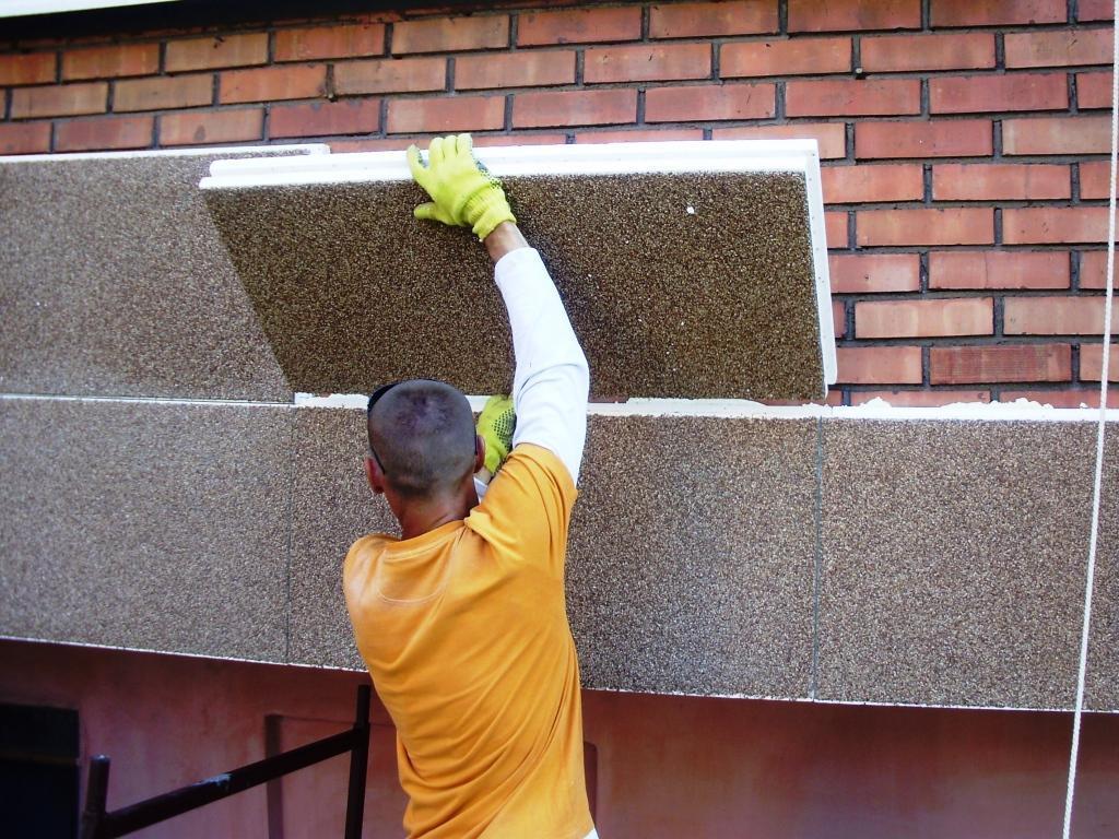 Фасадные панели из полиуретана еще и утепляют дом