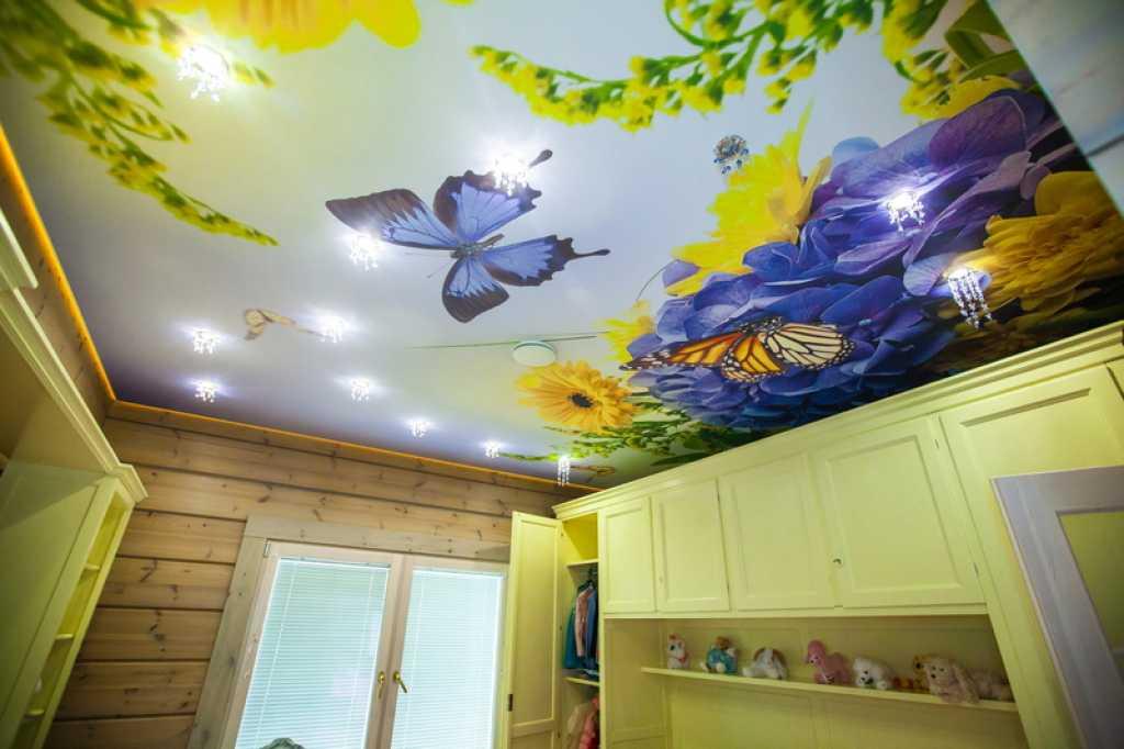 Пленочный потолок можно сделать с любым рисунком