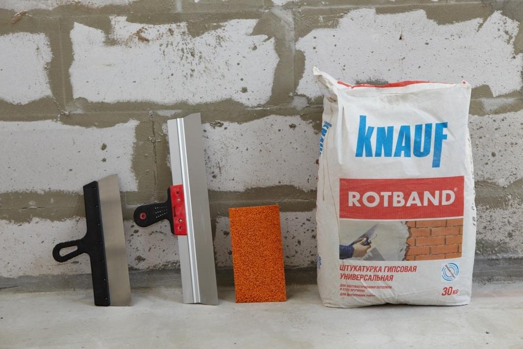 Можно приобрести готовый раствор для штукатурки стен