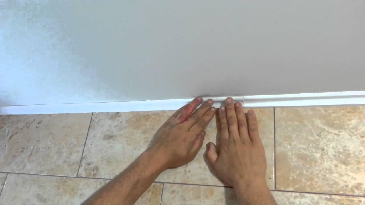 Наклеивание плинтусов на потолок