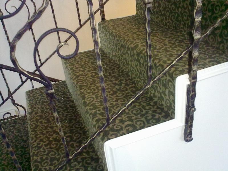 Лестница с ковролином