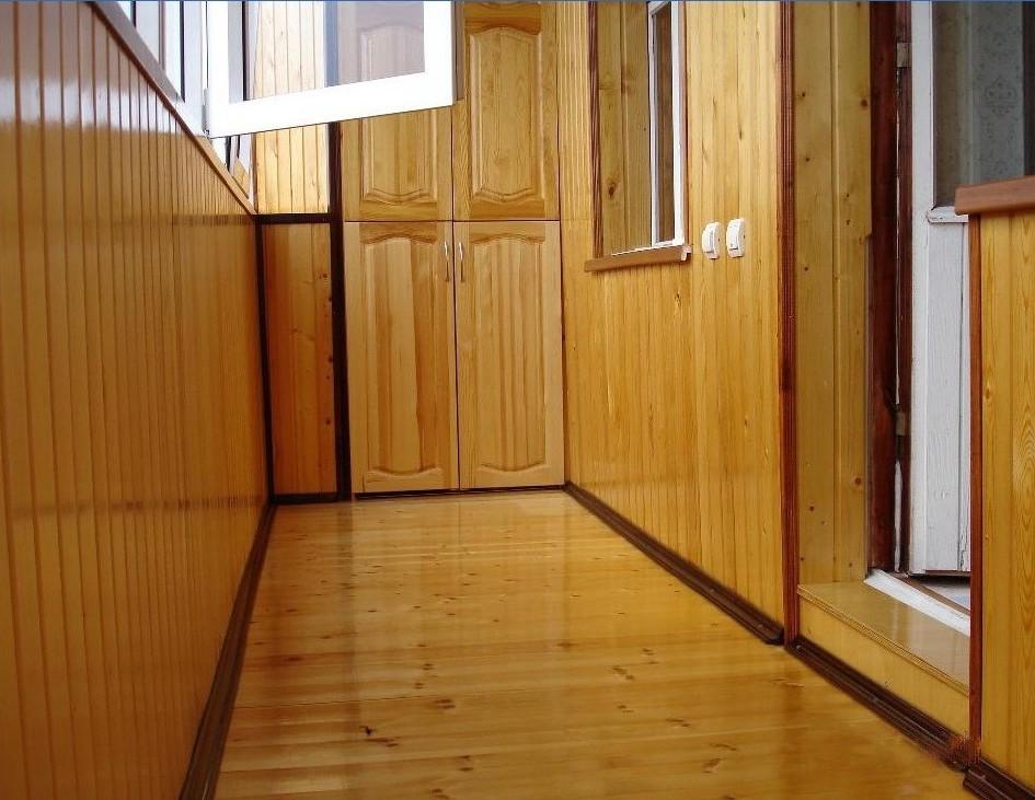 Вагонка создаст уютную атмосферу на лоджии или балконе