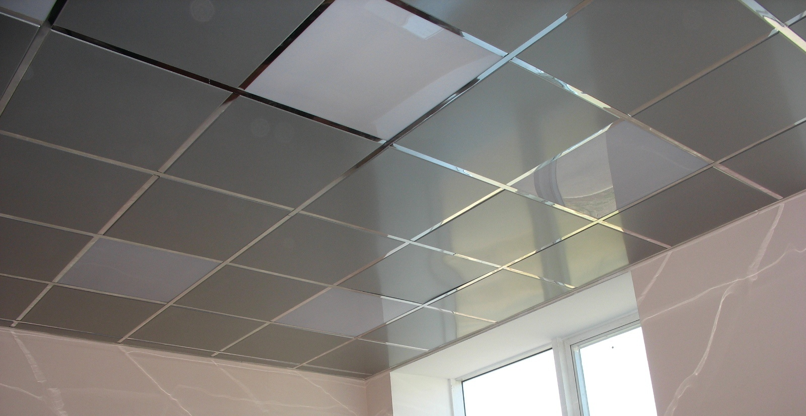 Металлическая плитка для потолка