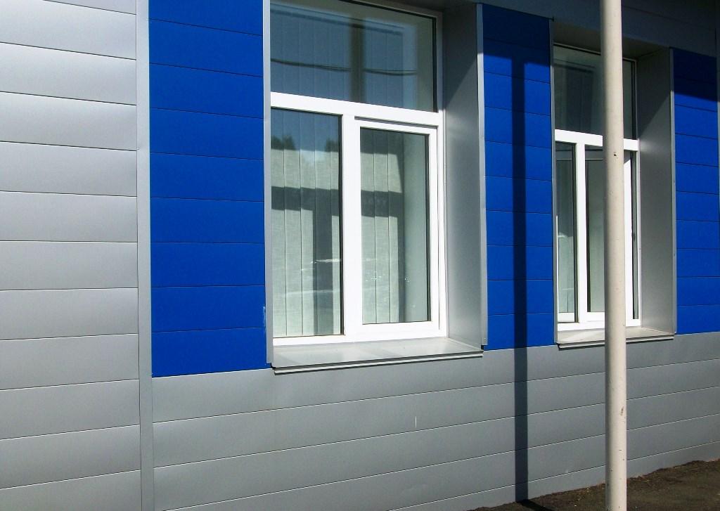 Металические фасадные панели имеют самый большой срок эксплуатации
