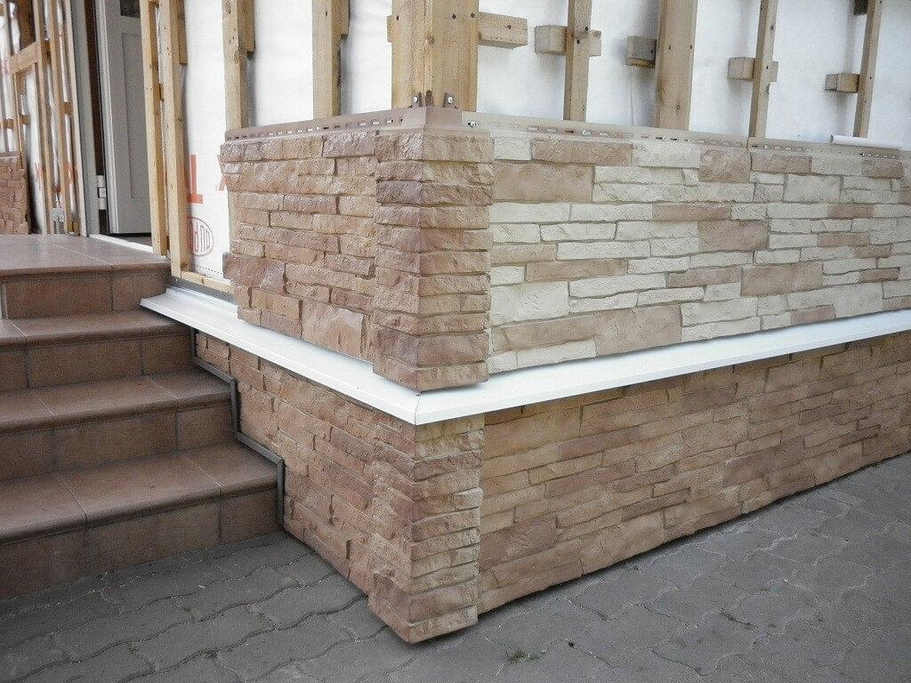 Монтаж панелей под камень на фасад дома