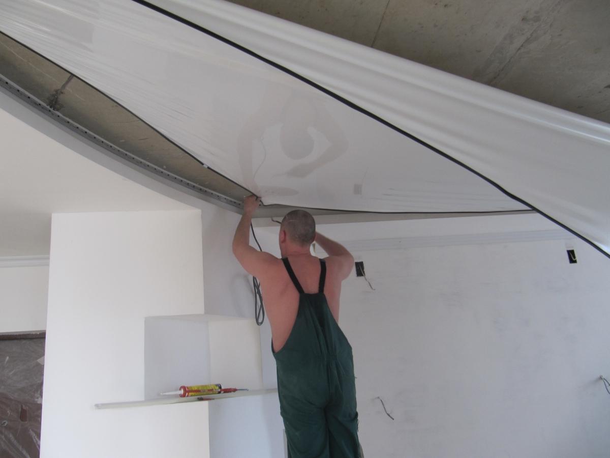 Монтаж пленочного потолка необходимо доверить профессионалу