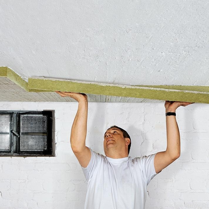 Монтаж ваты на потолок