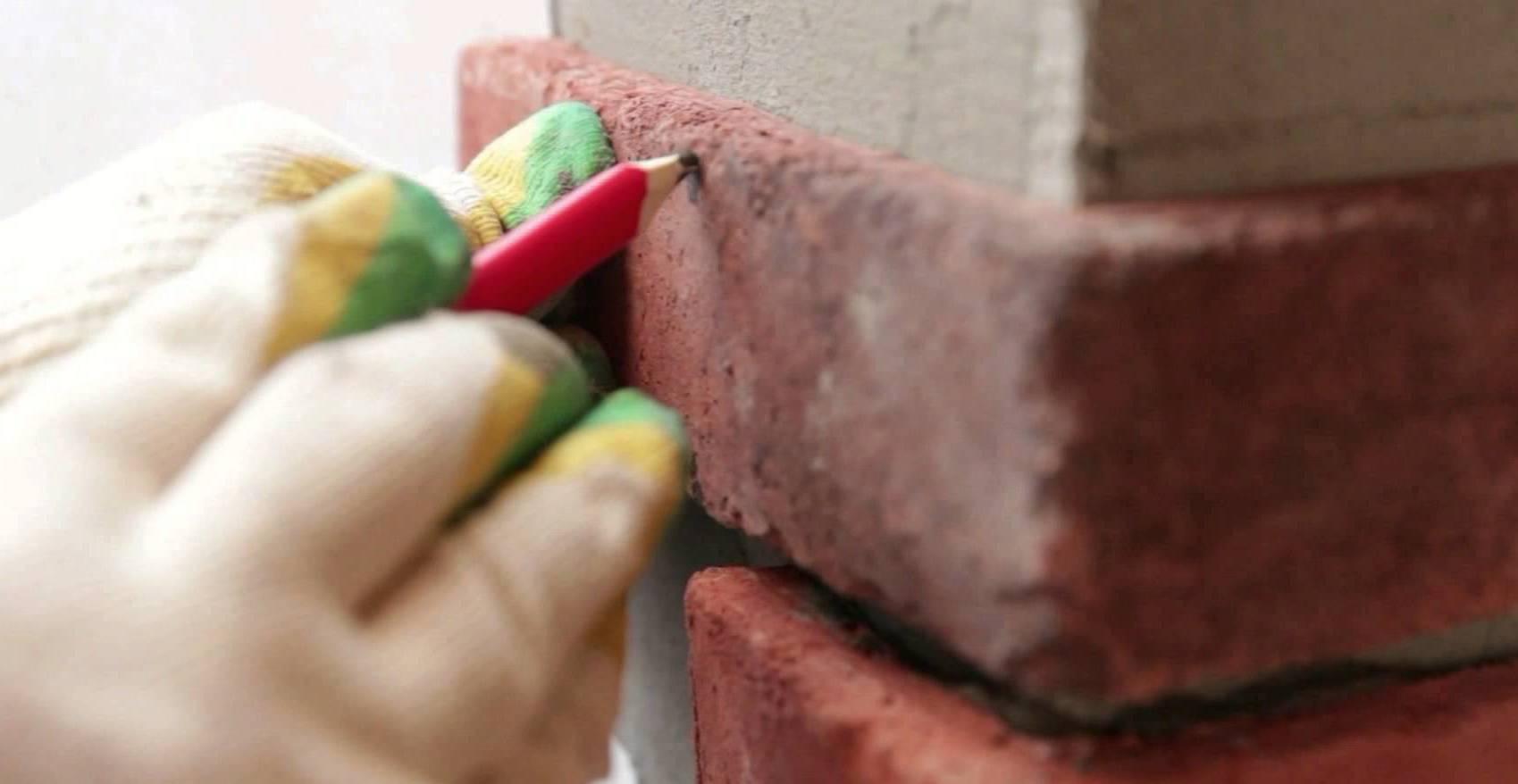 Для оформления углов можно применить готовые камни или изготовить их своими руками
