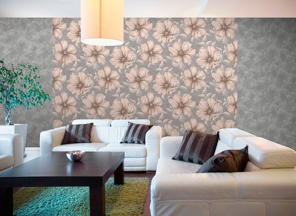 Применение обоев с крупными цветами в интерьере гостиной