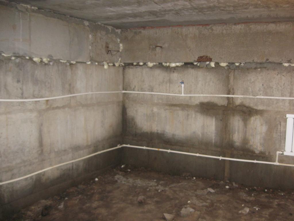 Подвал, также как и другие помещения в доме, необходимо утеплять