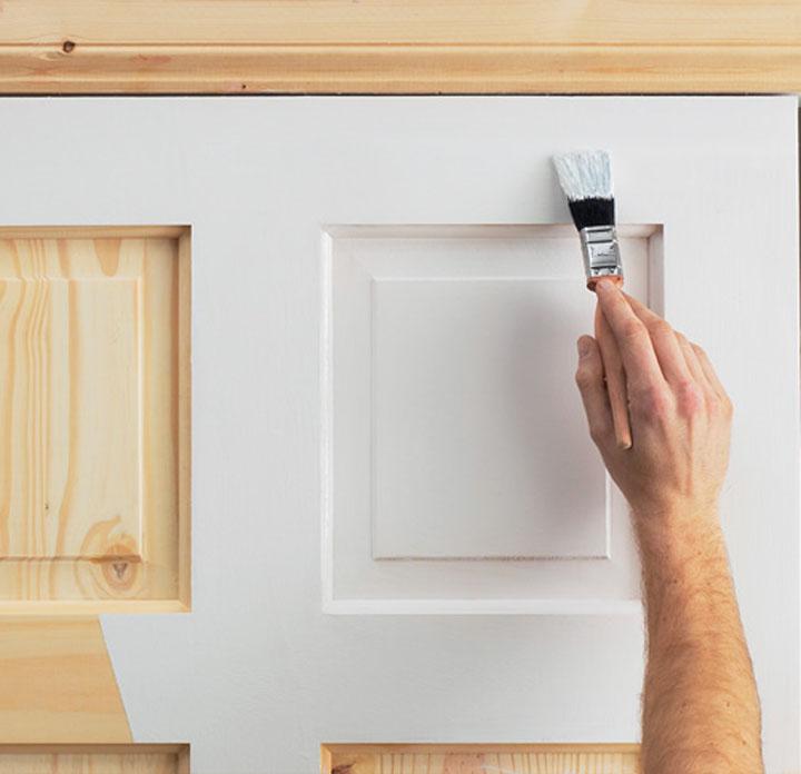 Перед покраской двери необходимо определиться с видом краски