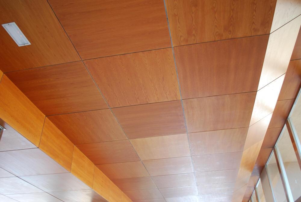 Потолочные деревянные панели