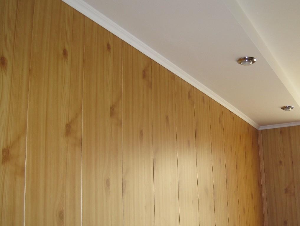 ПВХ панели на потолке веранды