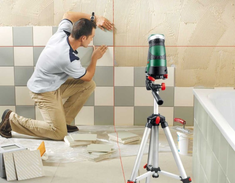 Для ровной укладки плитки необходим уровень