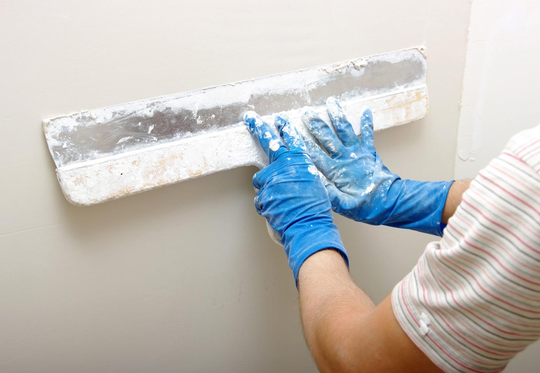 Штукатурка стены требует применения качественного состава