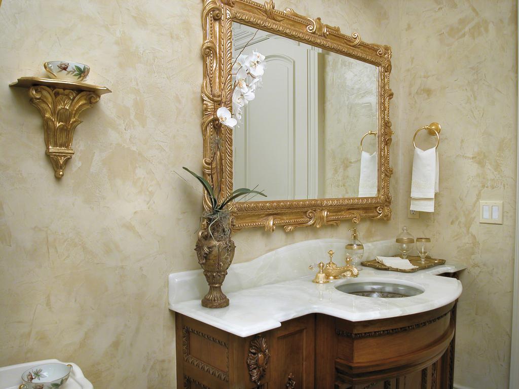 Ванная комната, также как и остальные помещения, требует хорошей отделки, например, штукатуркой