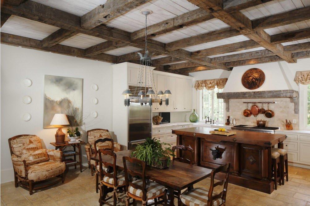 Состаренные потолочные балки на кухне