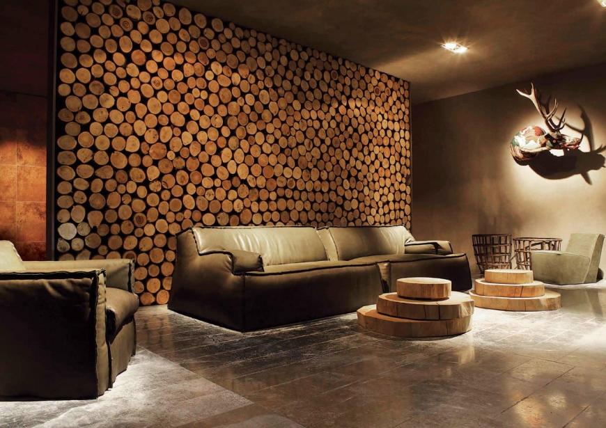 Декорирование стены спилами из деревьев