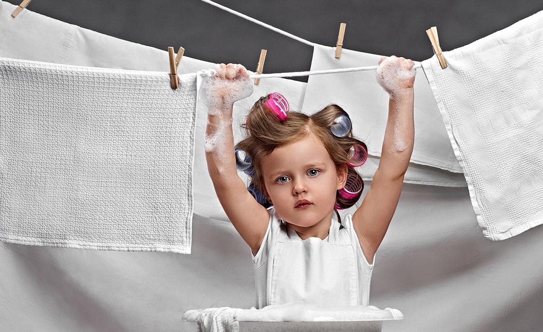 После стирки белье необходимо развешать на сушилку