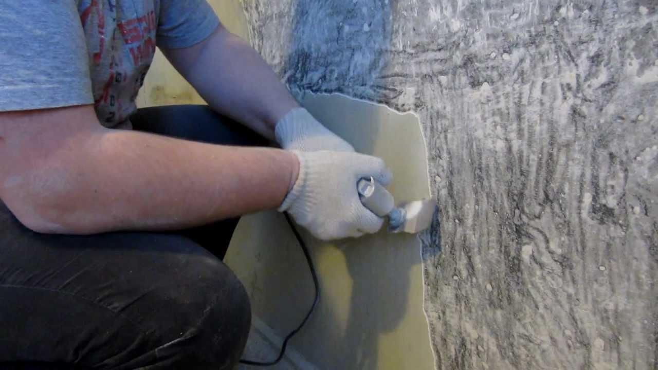 Удаление шпаклевки можно производить шпателем или при помощи различных механизмов
