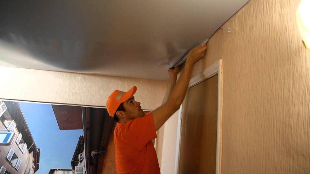 Демонтаж потолка можно производить самостоятельно