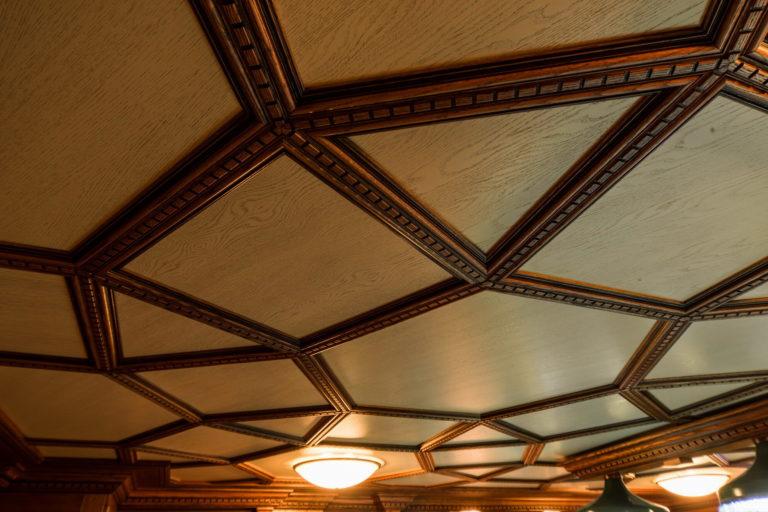 Декоративные плиты из дерева на потолок
