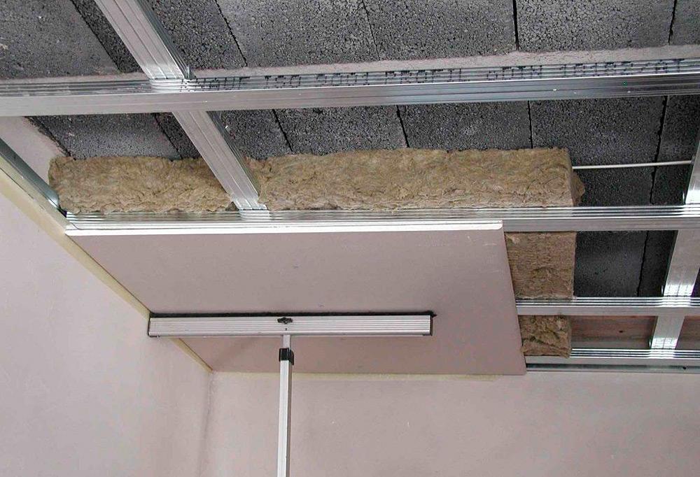 Гипсокартонный потолок со звукоизоляцией и утеплением