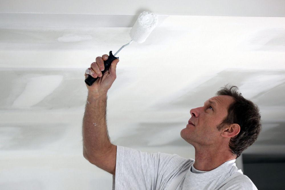 Покраска потолка валиком