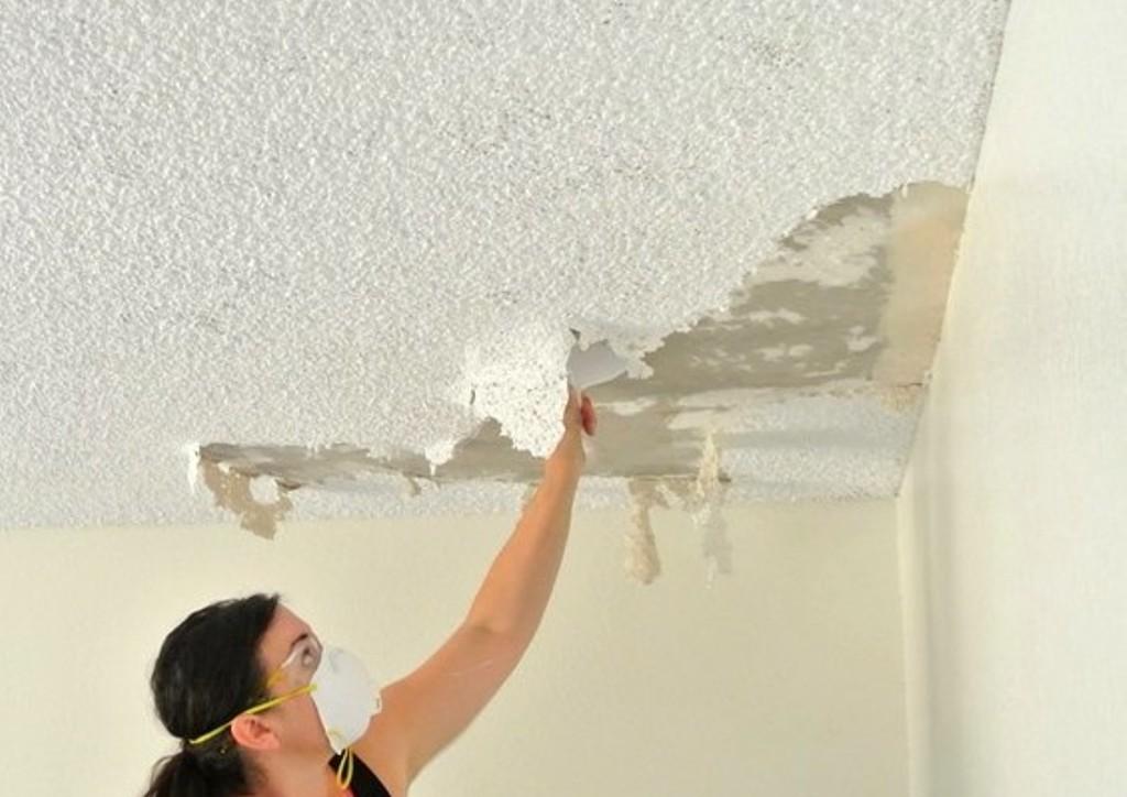 Зачистка потолка от старой отделки