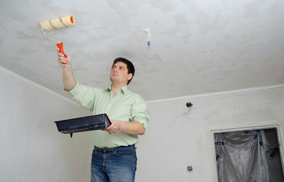 Подготовка потолка - важный процесс перед оклейкой