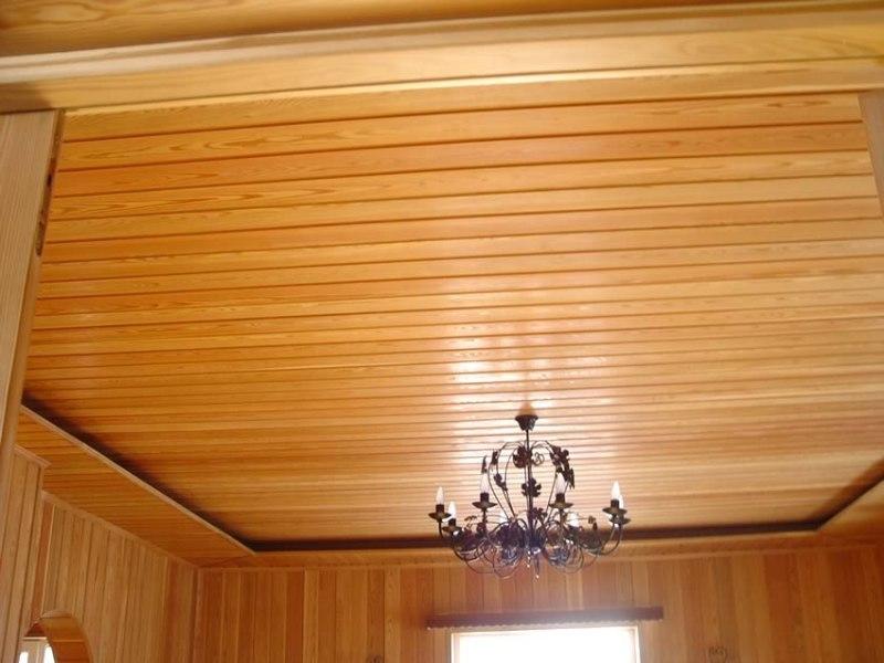 Потолок, покрытый лаком