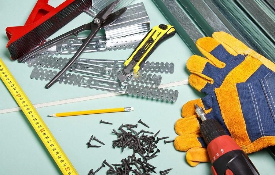 Инструменты для монтажа панелей ПВХ на потолок