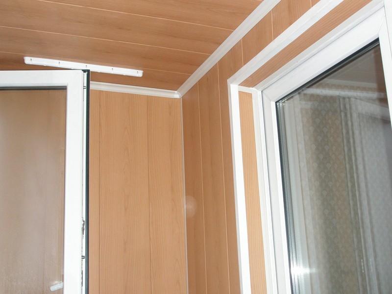 Панели можно устанавливать как на потолок, так и на стены