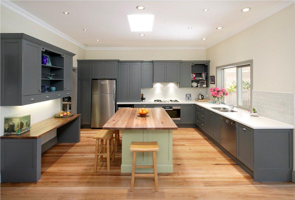 Потолок на кухне можно покрасить