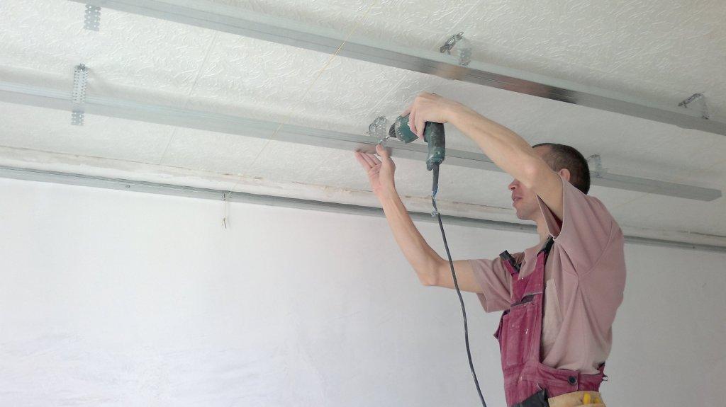 Сборка каркаса для потолка из гипсокартона