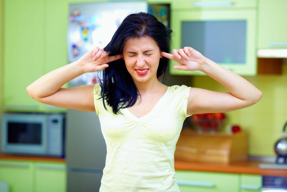 Посторонние шумы доставляют большой дискомфорт, поэтому их необходимо устранить