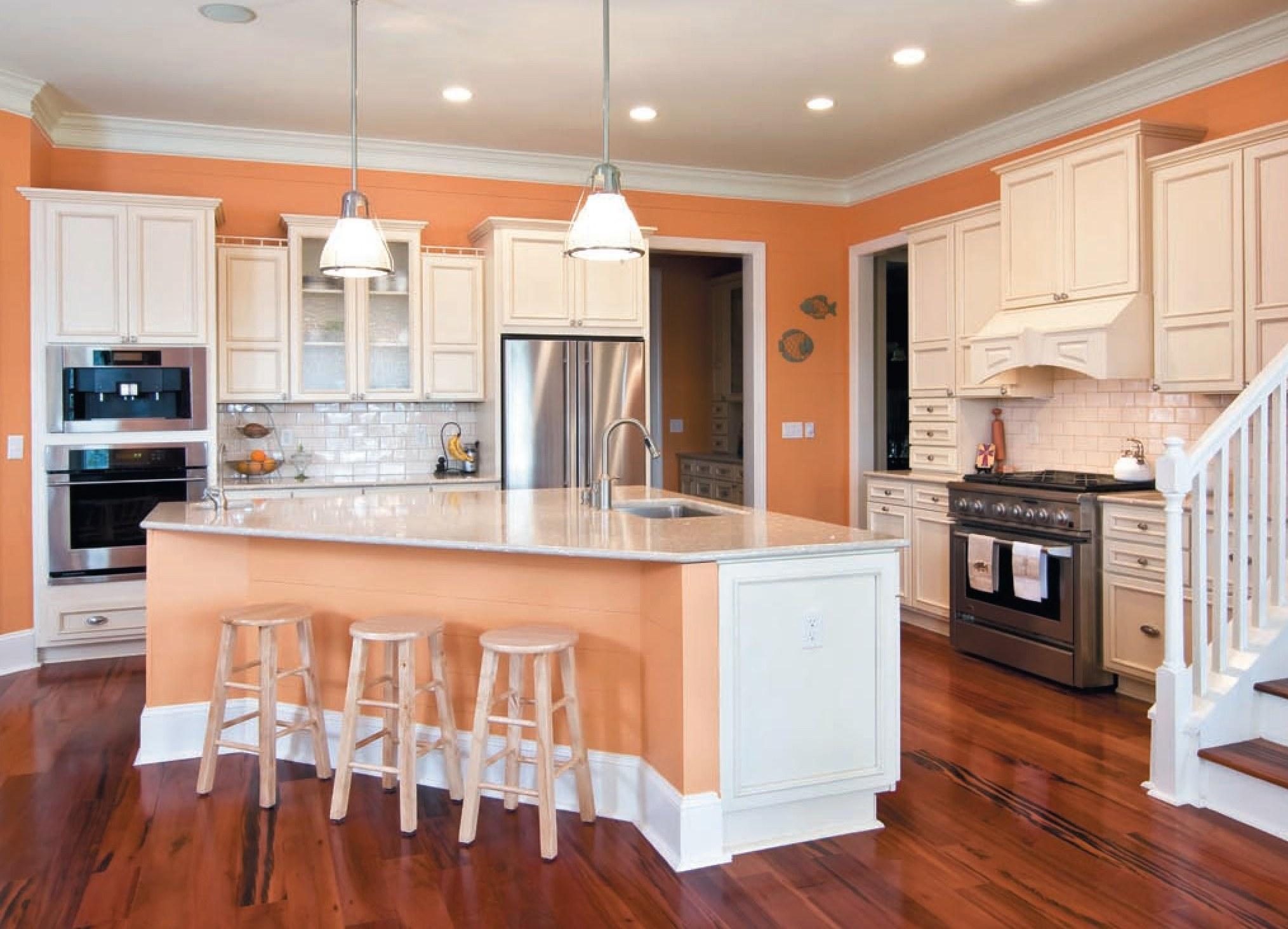 Потолок на кухне должен выдержать повышенную влагу и перепады температуры