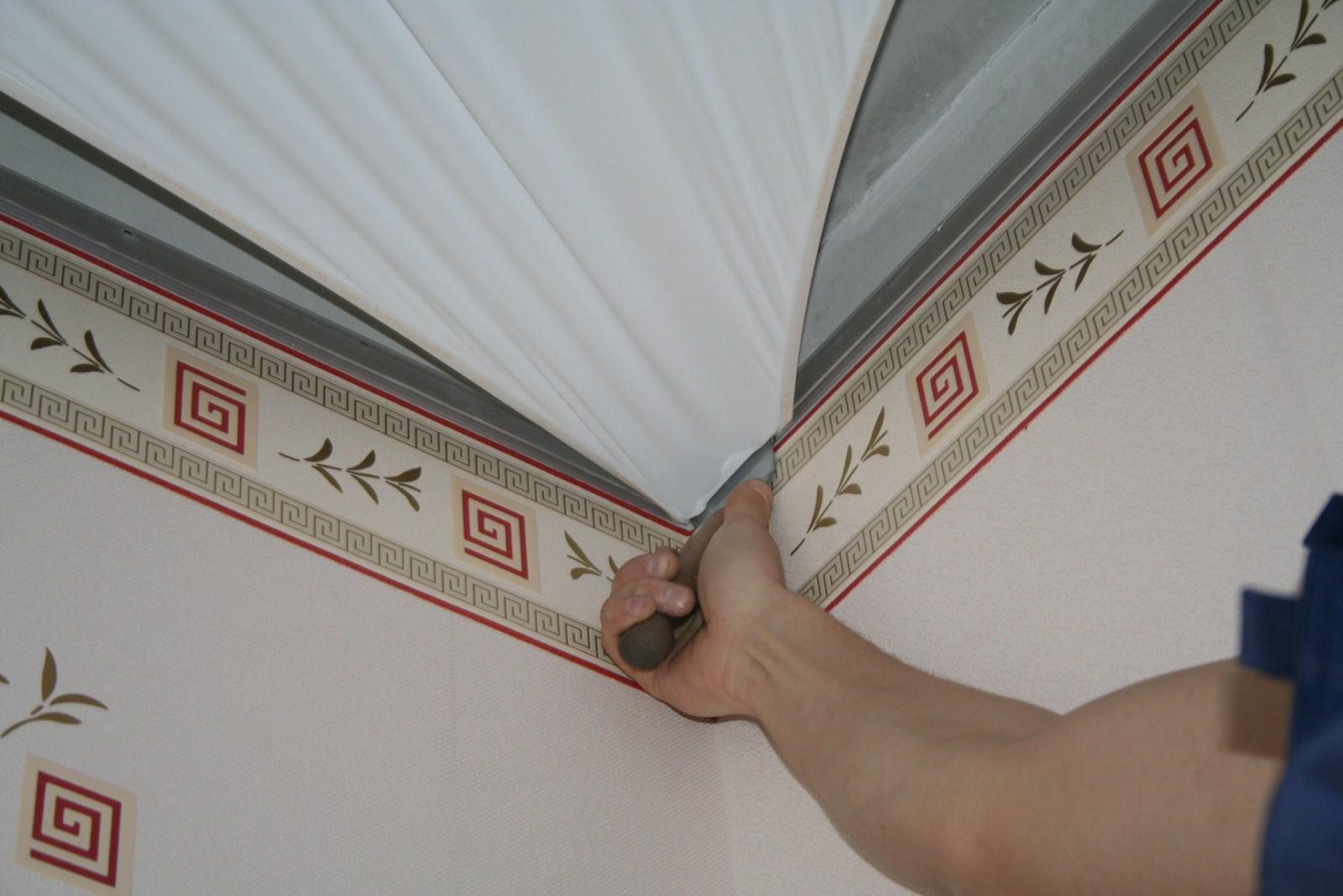 Монтаж натяжного потолка можно производить на обои