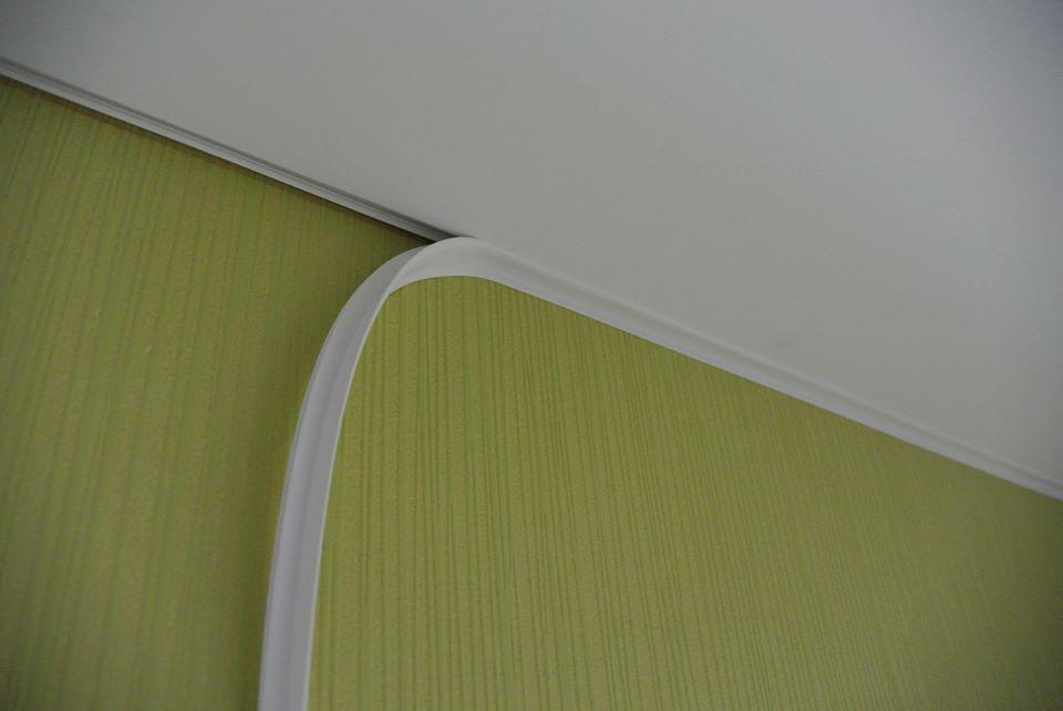 Монтаж заглушки на потолок