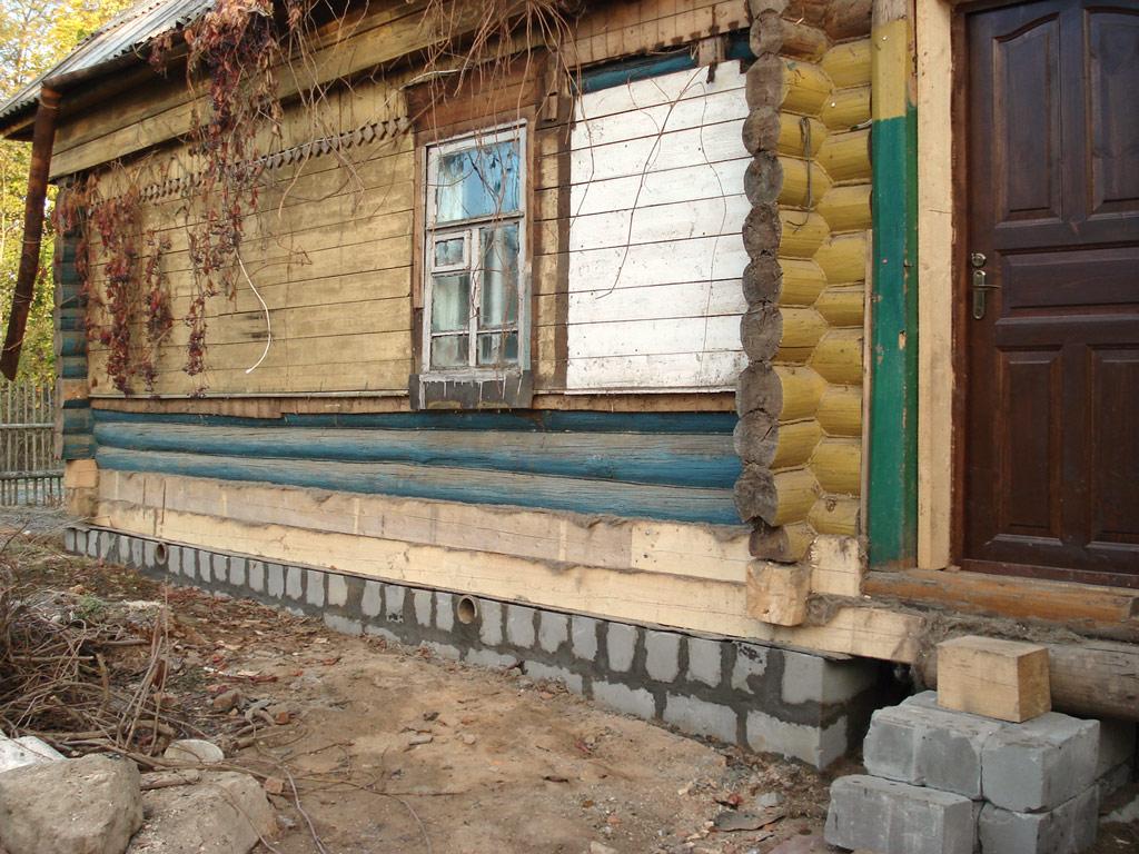 Подъем дома позволяет заменить старые части стен и увеличить высоту потолка
