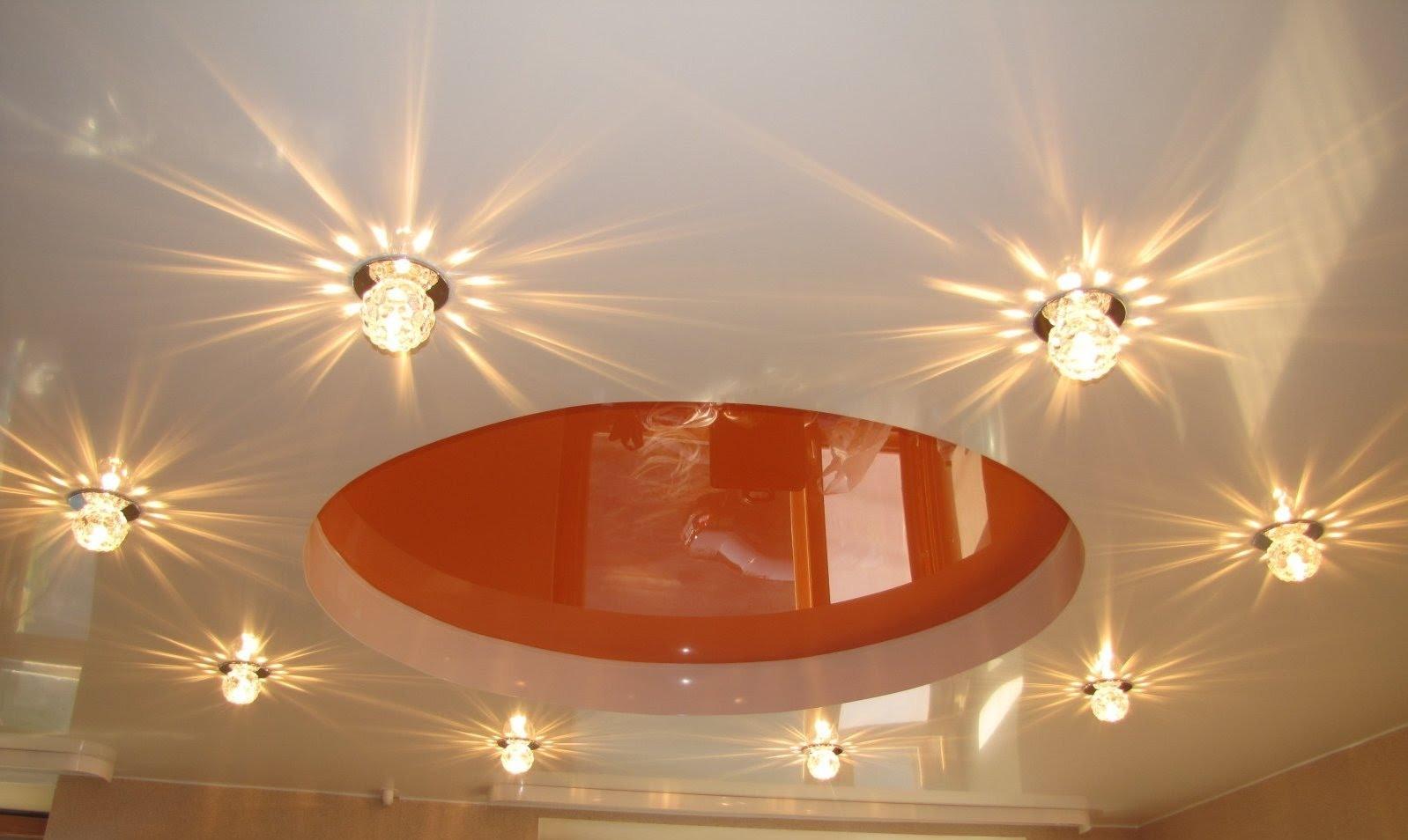 Светильники в форме шара отлично подойдут для потолка спальни
