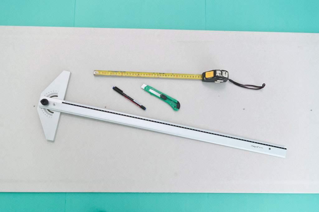 Резка гипсокартона легко производится при помощи ножа